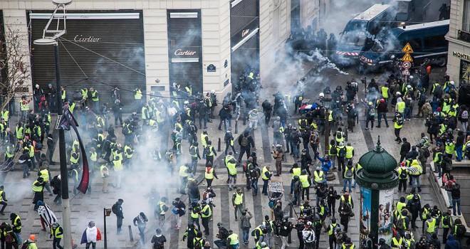 Fransa'da 'sarı yelekliler' protestosunda 700 gözaltı