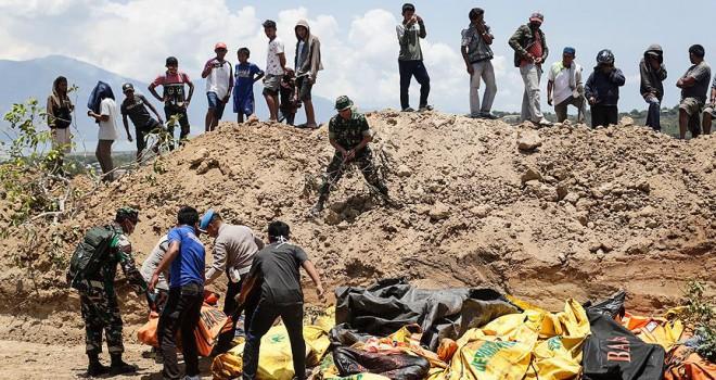 Deprem kurbanları toplu halde defnedilecek