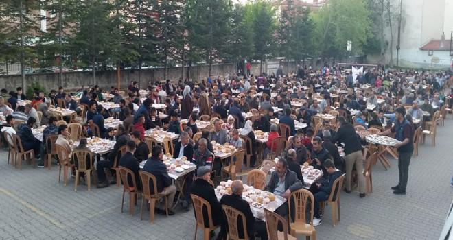 Kulu'da bin 200 kişiye iftar yemeği verildi