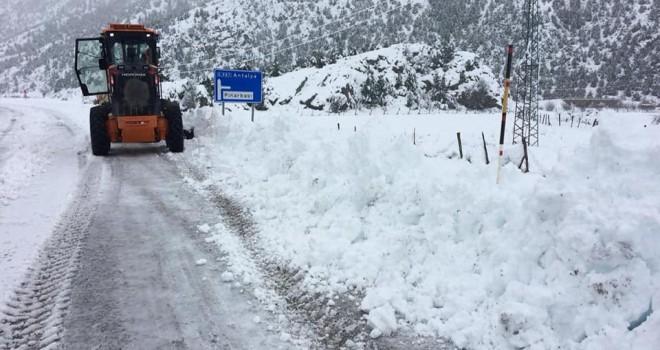 Derebucak'ta kar yağışıhayatı olumsuz etkiliyor