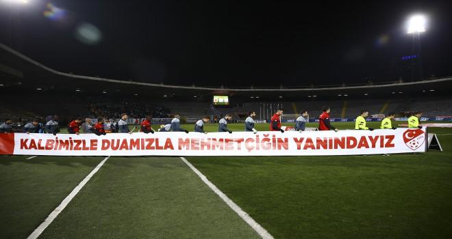 Mehmetçik'e destek pankartı