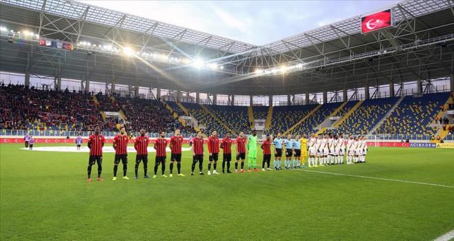 Futbol maçlarında saygı duruşu yapılacak
