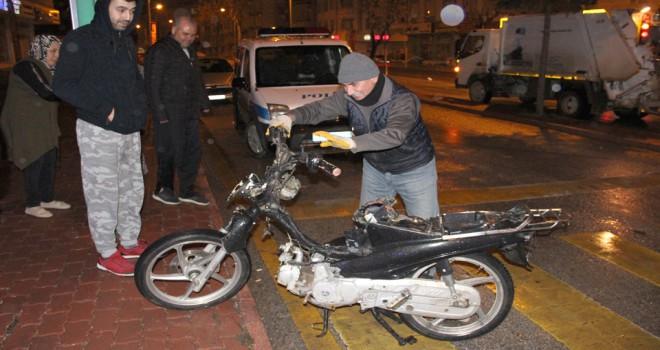 Motosikletle çarpıştıardına bile bakmadı