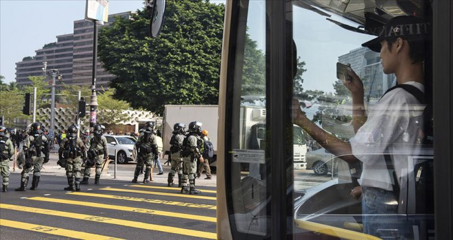 Hong Kong'da 6 gün aradan sonra okullar açıldı