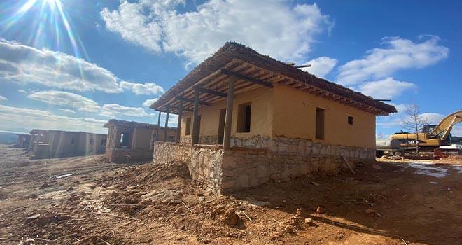 Hüyük'teki gençlik ve tarım kampında kerpiç evler tamamlanıyor