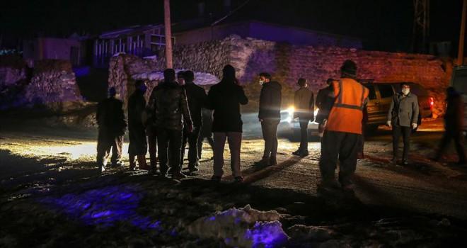 İran'da 5,7 büyüklüğündeki yeni deprem Van'da paniğe neden oldu