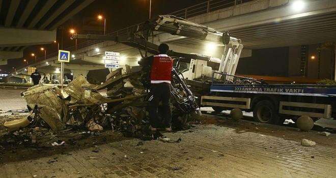 Kazada paramparça olan otomobilden sağ çıktılar
