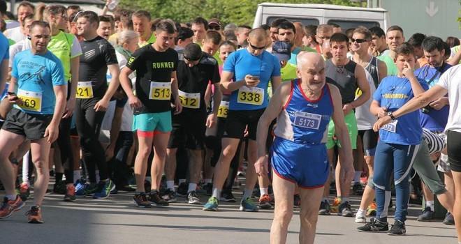 90 yaşındaki 'süper dede' 70 yıldır maraton koşuyor