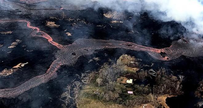 Kilauea Yanardağı en sıcak lav kitlesini püskürttü