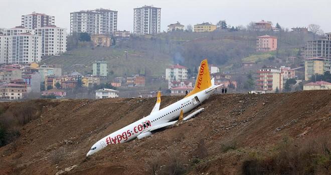 Pistten çıkan uçağı kurtaracak çekici Tarbzon'a ulaştı