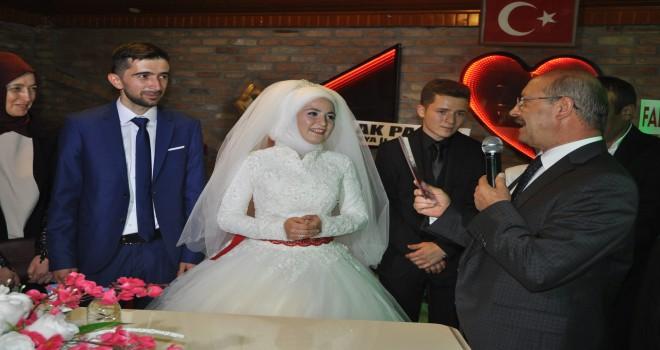 Sorgun kızını evlendirdi