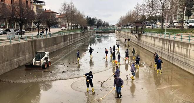 Kanallarda bahar temizliği