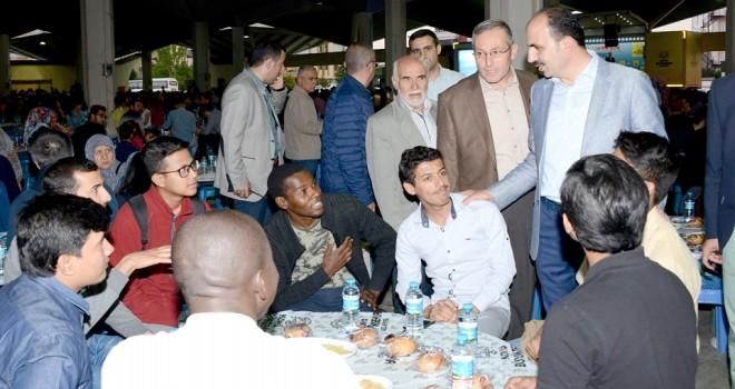'Mahalle iftarlarında birlik ve beraberliğimizi pekiştiriyoruz'