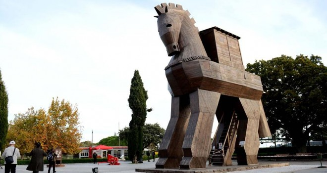 'Helen kıyafetleri' Troia Müzesi'ne bağışlanacak