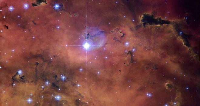 Uzayda kuru kafa biçimli yıldız nebulası fotoğraflandı