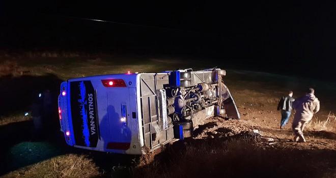 Otobüs şarampole devrildi: 16 yaralı