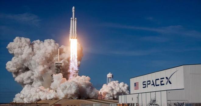SpaceX Kanada'ya ait 3 uyduyu uzaya fırlattı