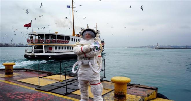 Sigaranın zararlarına 'astronot'la dikkat çekildi