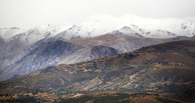 Bolkar dağlarına mevsimin ilk karı yağdı