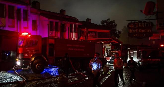 Tarihi mahallesinde 7 ev yandı