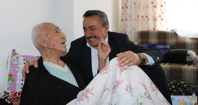 Başkan Tutal yaşlı ve hastaları ziyaret etti