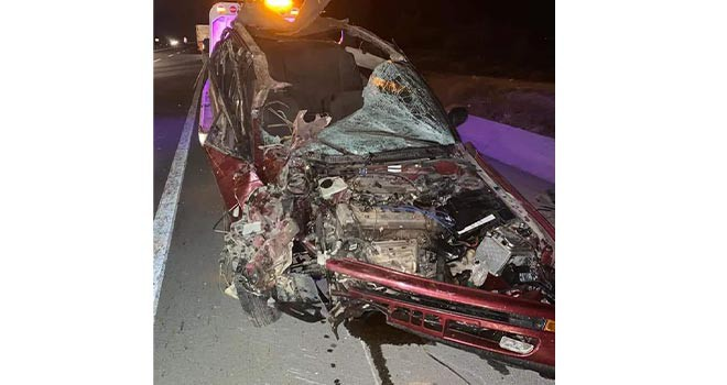 Traktörün römorkuna çarpan otomobildeki 4 kişi yaralandı