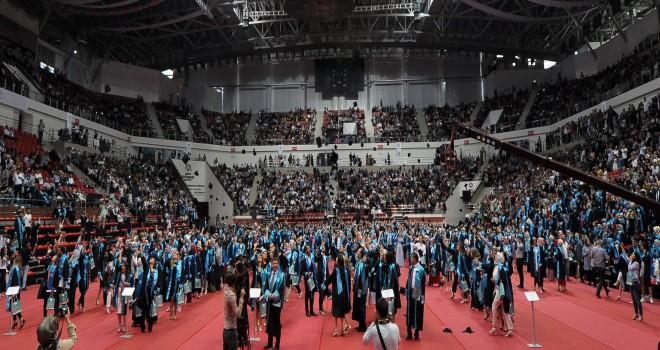 NEÜ'de mezuniyet coşkusu