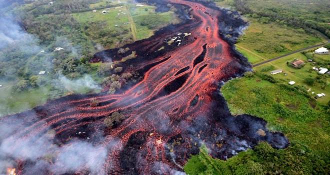 Kilauea Yanardağı'ndan püsküren lavlar denize ulaştı