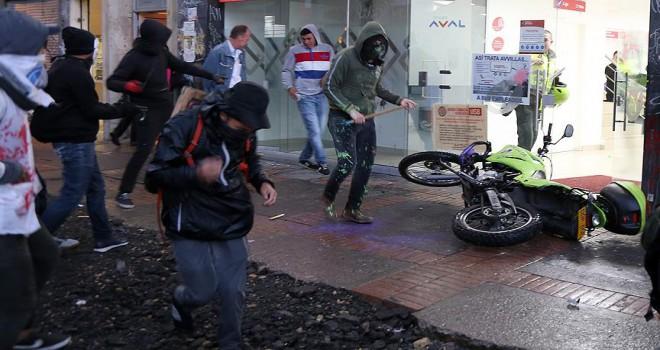 Kolombiya'da protestolar şiddete dönüştü