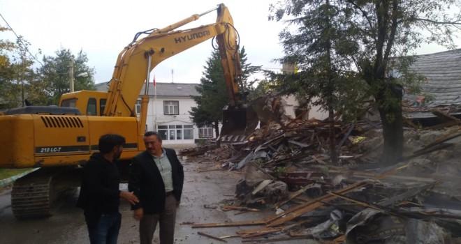Halk Eğitim Merkezi binasının yıkımı başladı