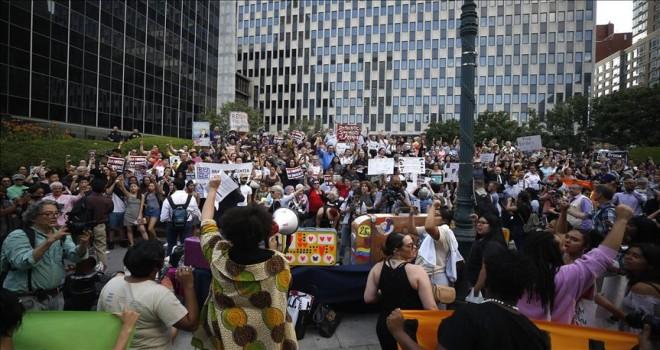 New York'ta 'valizli' göçmen protestosu