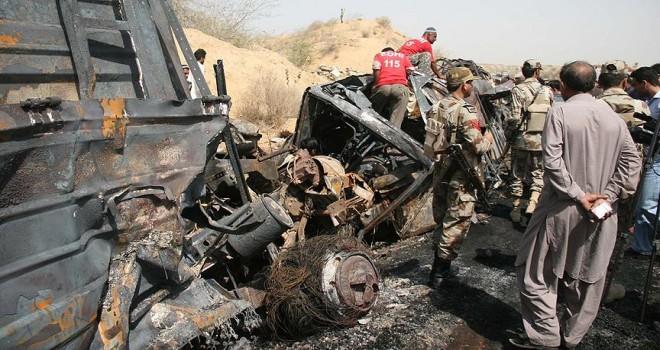 Pakistan'da trafik kazası: 14 ölü, 11 yaralı