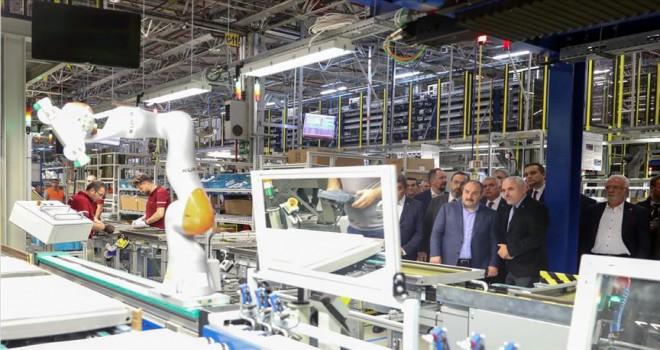 Bakan Varank Tekirdağ'da gece yarısı fabrikaları ziyaret etti
