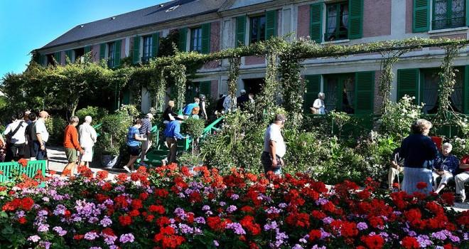 Monet'in bahçesine turist akını