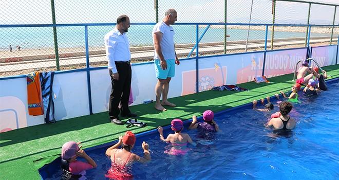 Beyşehirli çocuklar  yüzmeyi öğreniyor