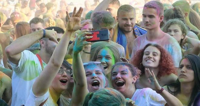Sırbistan'da renk festivali düzenlendi