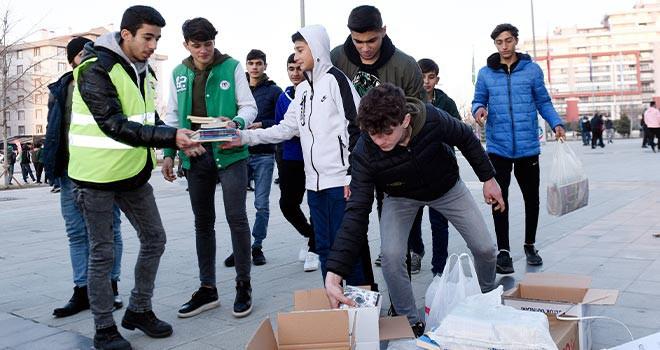 Konyasporlu taraftarlardan binlerce kitap toplandı