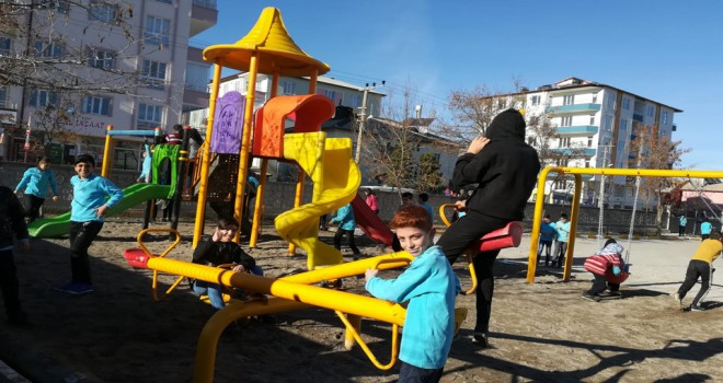 Tutal'dan İhsan Tekin İlkokuluna Oyun Parkı