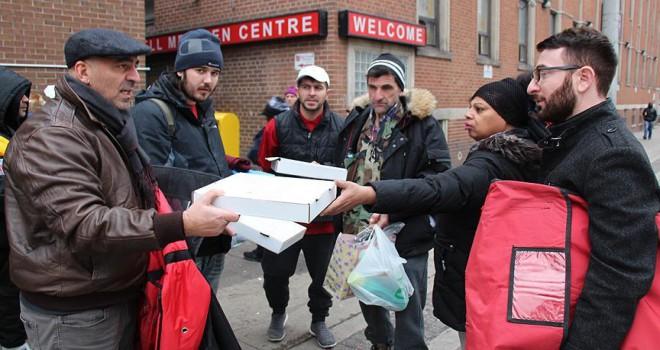 Kanada'da Türk pizzacıdan evsizlere yardım