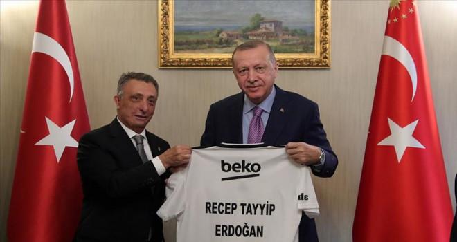 Erdoğan'dan Beşiktaş Kulübü Başkanı Çebi'ye 'geçmiş olsun' telefonu