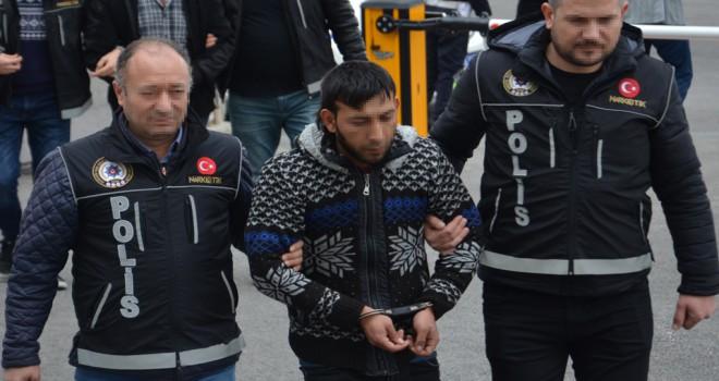 Uyuşturucu hap satan baba ve oğlu tutuklandı