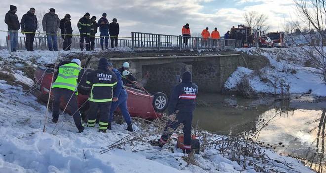 Otomobil dereye düştü: 5 ölü