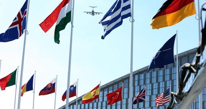 NATO 7 Rus diplomatın akreditasyonunu iptal etti