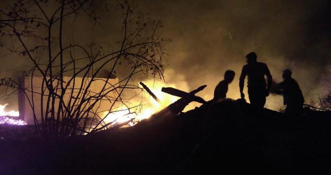 Yangın 9 evi kullanılamaz hale getirdi
