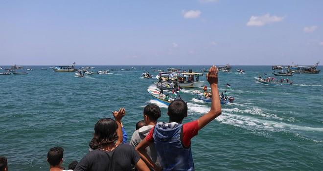 İsrail, Mavi Marmara anısına Gazze'den açılan tekneleri kuşattı