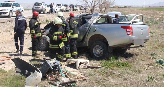 Otomobil pikaba çarptı: 1 ölü, 5 yaralı