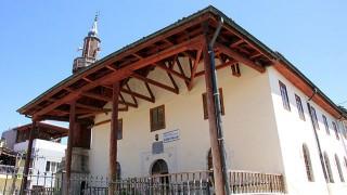 7 büyüklüğündeki depremde yıkılmayan tek cami