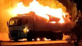 Tomruk yüklü kamyon alev alev yandı